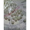 Бусина пластик цвет: жемчужный D8мм 1 пакет