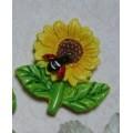 Декоративная акриловая фигурка 3см Цветок с божьей коровкой цвет: желтый 1шт