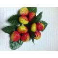 """Декоративные пластиковые ягоды """"Клубника"""" цвет: желто-красный"""